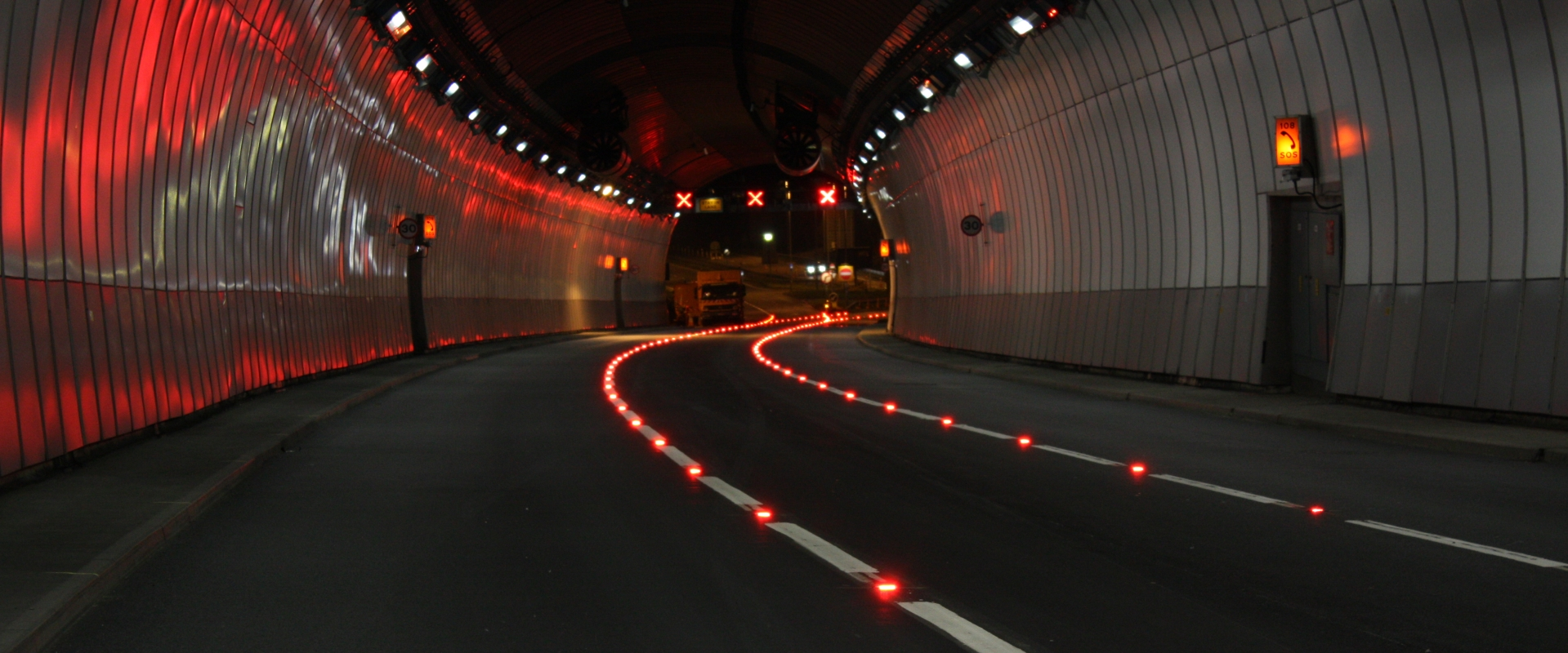 Saltash_Tunnel_guidance_lighting